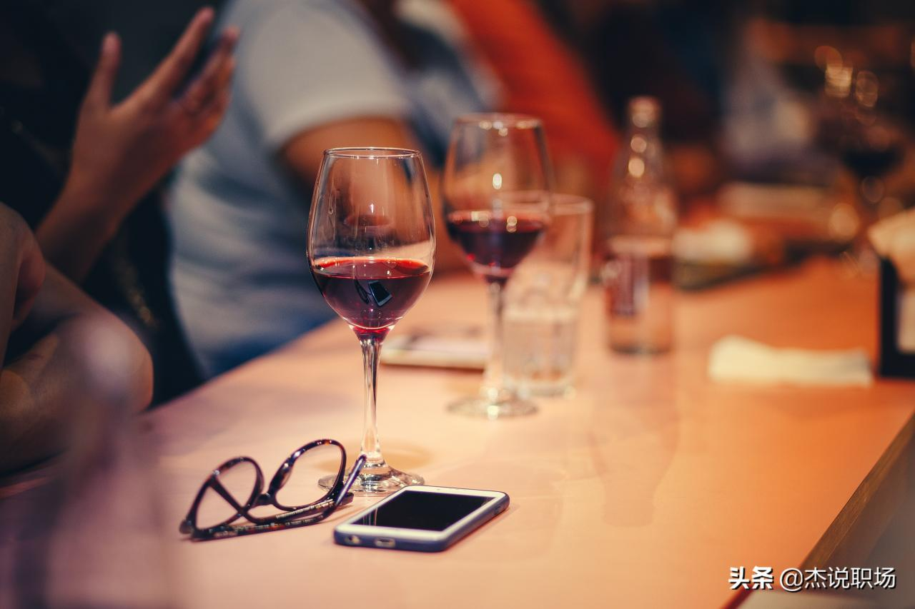 重庆ktv招聘:饭局上,有这5种表现的人,很难成大器